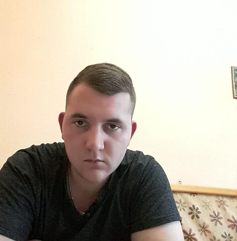 19 éves srác 24 éves társkeresőkülföldön élő társkereső oldalak dubai