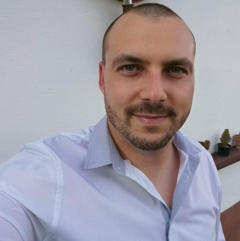 50 éves férfi 16 éves társkereső a jó első üzenet online társkereső példája